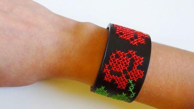 Вышивка крестиком по жесткому материалу: методика, примененная к браслету из толстой кожи