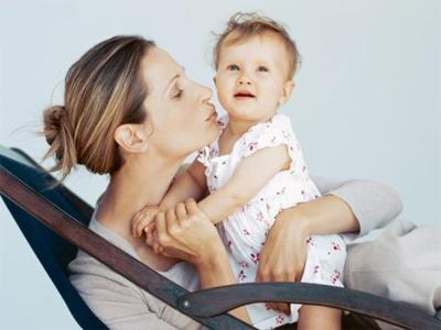 Самая распространенная тенденция, которую можно наблюдать между родителями и их маленькими детьми (особенно, когда последние еще не заговорили) – это общение с ними на родительских условиях