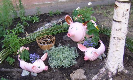 свинки из пластиковых бутылок для дачи и сада