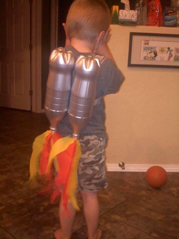 ракетный ранец из пластиковых бутылок