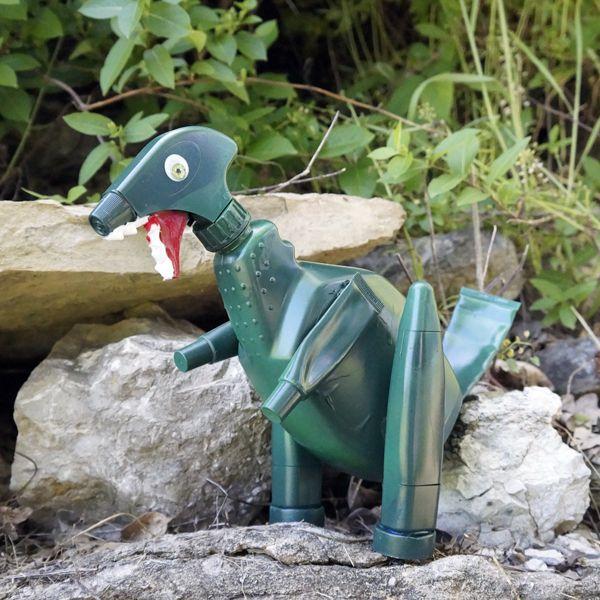 Динозавр из пластиковой тары