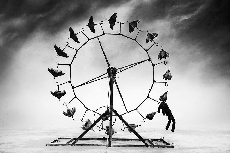 ежегодный сюрреалистический фестиваль «Горящий человек» (Burning Man): колесо - на пути к свободе