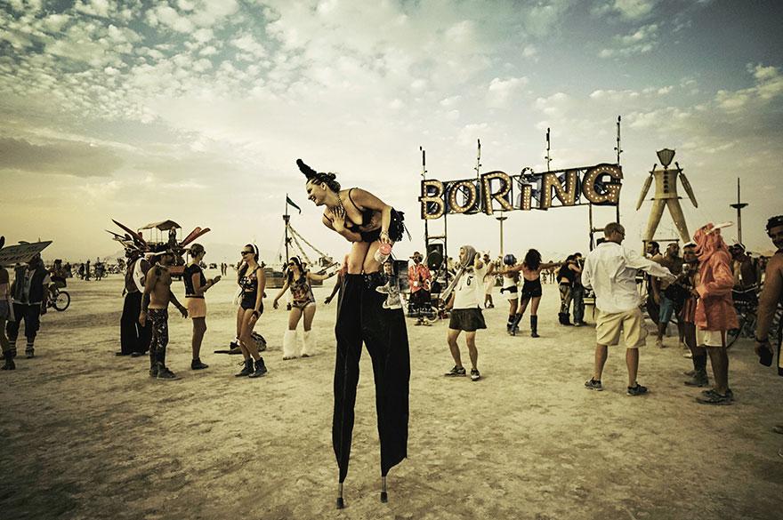 ежегодный сюрреалистический фестиваль «Горящий человек» (Burning Man): вечеринка