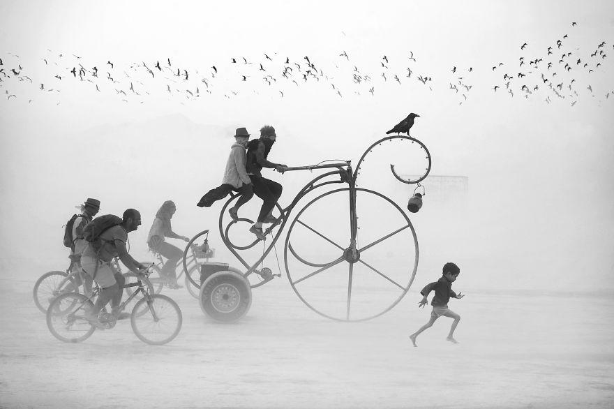 ежегодный сюрреалистический фестиваль «Горящий человек» (Burning Man)