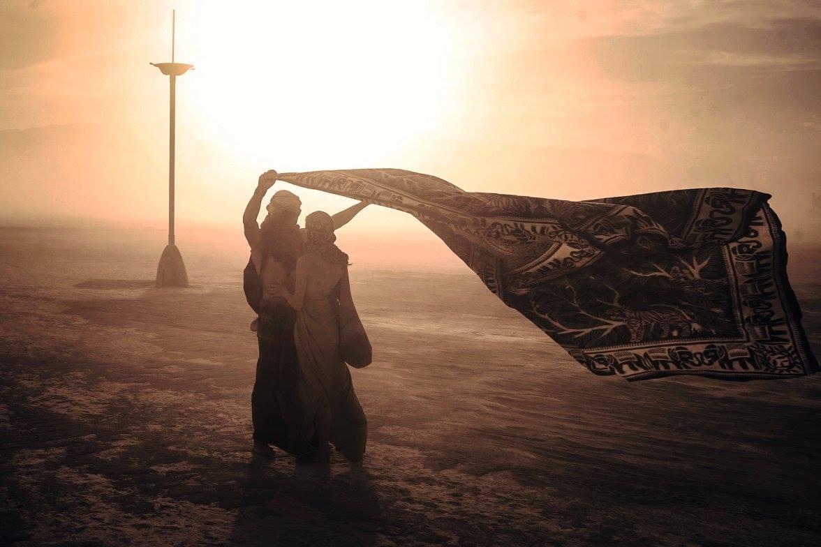 ежегодный сюрреалистический фестиваль «Горящий человек» (Burning Man): любовь в песках - из пыли в пыль