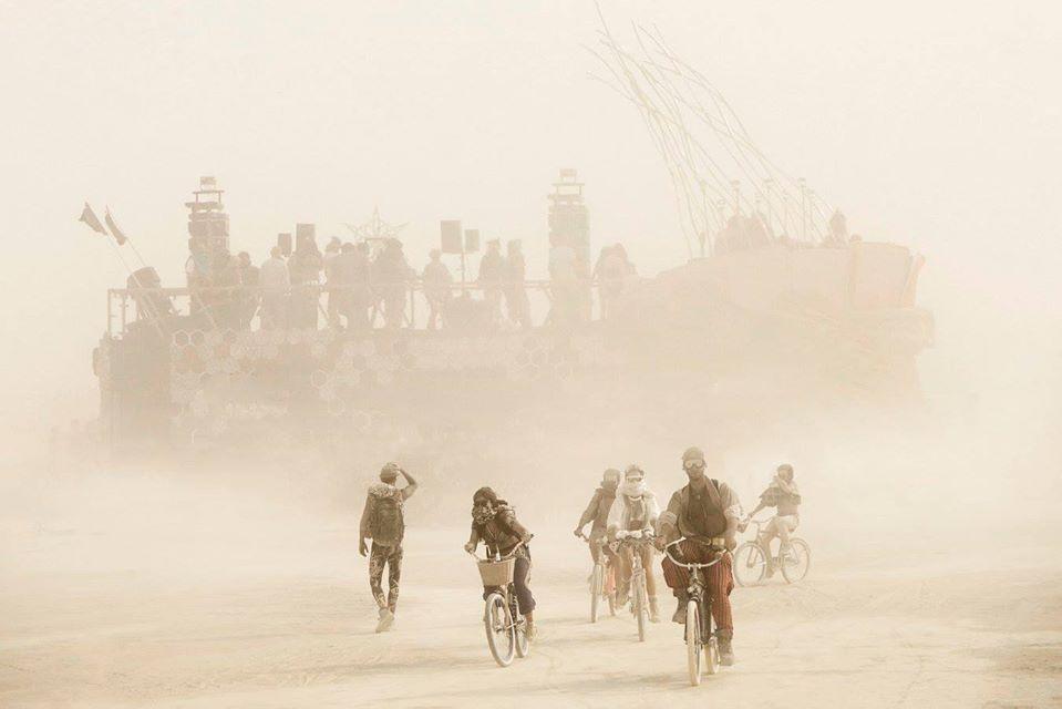 ежегодный сюрреалистический фестиваль «Горящий человек» (Burning Man): исход