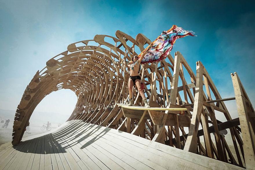 ежегодный сюрреалистический фестиваль «Горящий человек» (Burning Man):