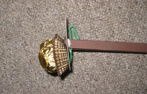 Как сделать маленькую елочку из конфет «Ферреро»?