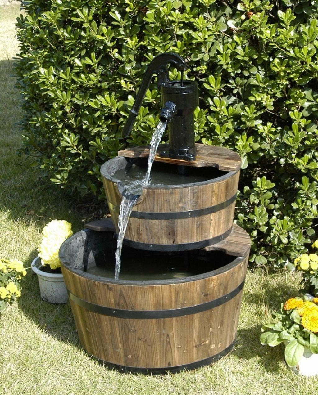 Как сделать гармоничный фонтан на дачном участке из подручных материалов