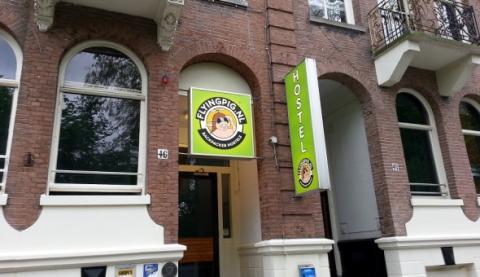 лучшие хостелы для вечеринок в мире на 2014: Flying Pig Downtown Hostel, Амстердам, Нидерланды.