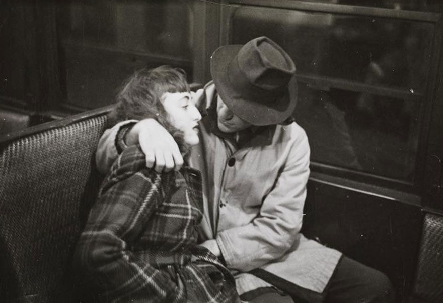 Нью-Йоркская подземка 1946-го глазами 17-го Стэнли Кубрика: и снова та же пара
