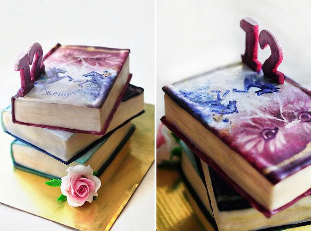 торт-стопка книг