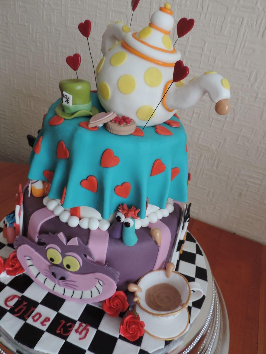 торт чаепитие с безумным шляпником из «Алисы в стране чудес»
