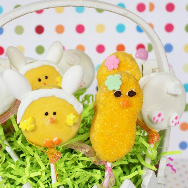 корзина со съедобными печеньями в виде зайцев и цыплят