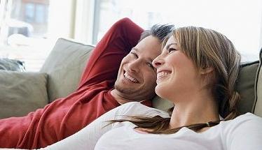 Ведите себя так, будто бы вы разговариваете с другом, чтобы установить нужный уровень комфорта и легкости между вами