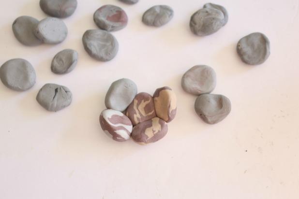 Лепим цветочный горшок из камней из полимерной глины