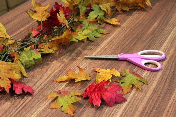 Итак, если это гирлянда, нарезаем себе много отдельных листьев с небольшими черенками