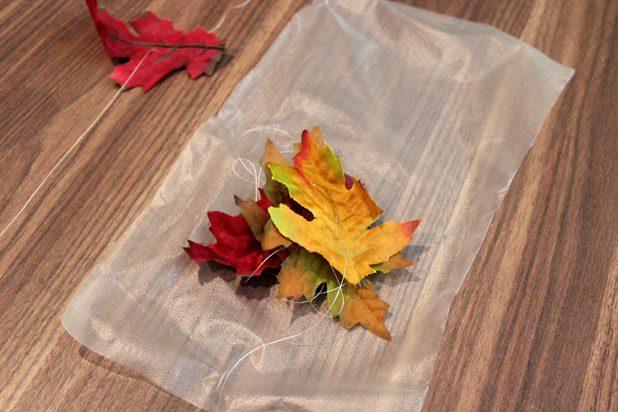 Оптимальнее всего каждую отдельную нить с листьями упаковать в отдельный пакет, большой конверт или завернуть рулоном в вощеную бумагу перед перемещением