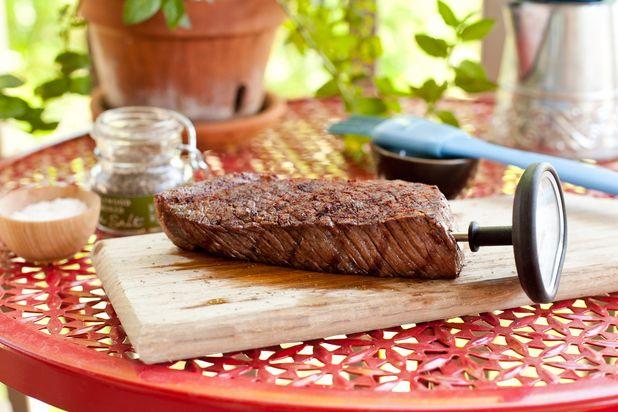 ошибки в приготовлении стейка мяса на гриле: отсутствие термометра
