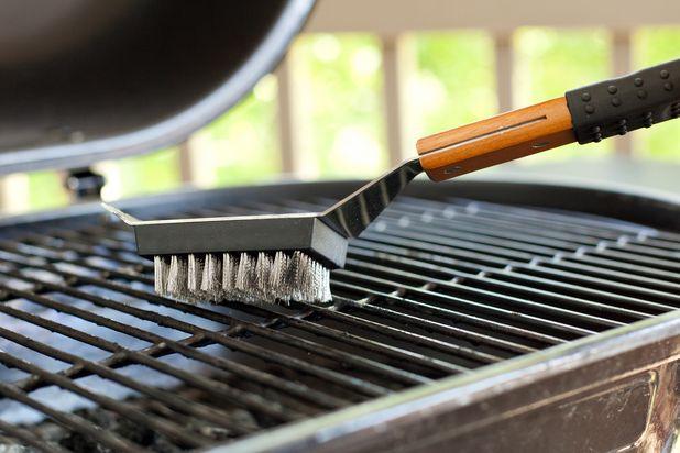 ошибки в приготовлении стейка на гриле: забываете чистить гриль