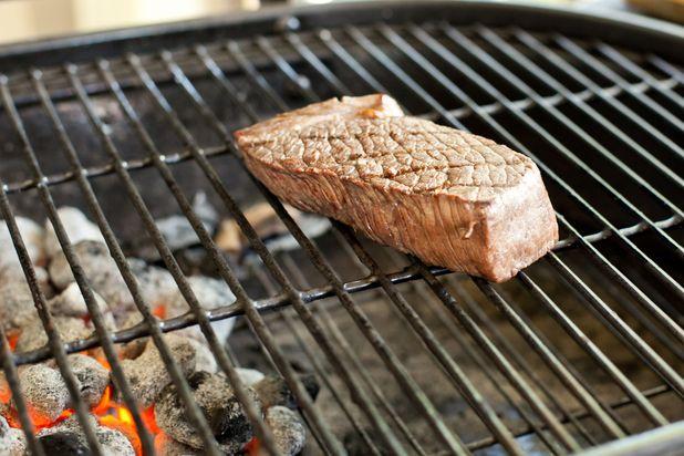 ошибки в приготовлении стейка мяса на гриле: низкая температура