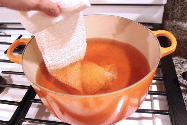 покрасьте бинты в чае