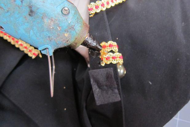 загните края тесьмы на изнанку воротника через край и заклейте тем куском черной ткани