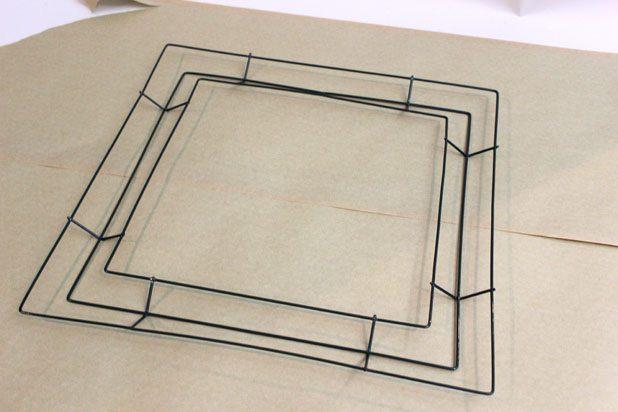 Выберите форму и размер рамки или венка