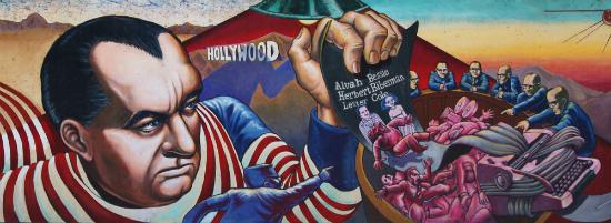 """Порицательный плакат на Джозефа МакКарти (Joseph McCarthy) и его «Красную панику» (Red Scare) в Голливуде, когда знаменитых режиссеров, сценаристов и актеров """"сливали"""" под суд при подозрении в прокоммунистической деятельности и шпионаже"""