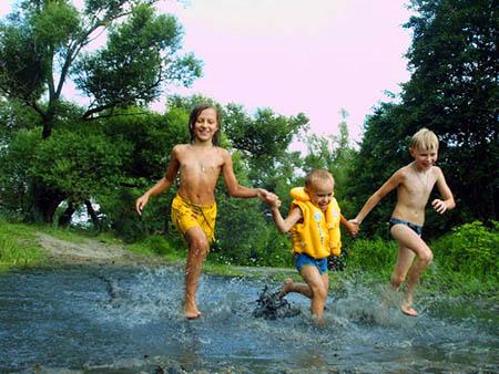 Жара. Зной раскаленных каменных джунглей вызывает поистине непреодолимое желание выехать на пляж и окунуться в прохладу манящей воды