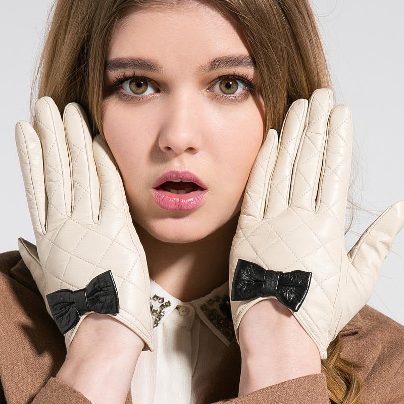 Как правильно чистить перчатки из кожи в домашних условиях?