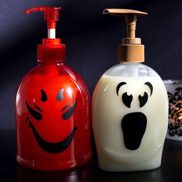 Хэллоуин украшения и декор: страшные рожицы на диспенсерах для мыла