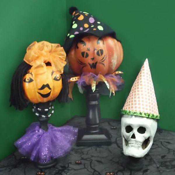 Хэллоуин украшения и декор: куклы из искусственных тыкв и подсвечников