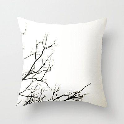 Как выглядят рукодельные подарки, интересные вашим близким: декоративные подушки и серии наволочек к ним - с напечатанными на ткани ветками