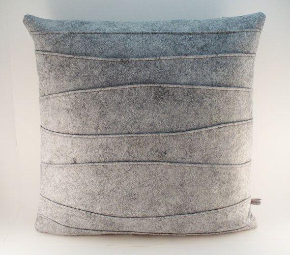 Как выглядят рукодельные подарки, интересные вашим близким: декоративные подушки и серии наволочек к ним