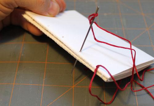 Как выглядят рукодельные подарки, интересные вашим близким: записная книжка из кожи - принцип создания