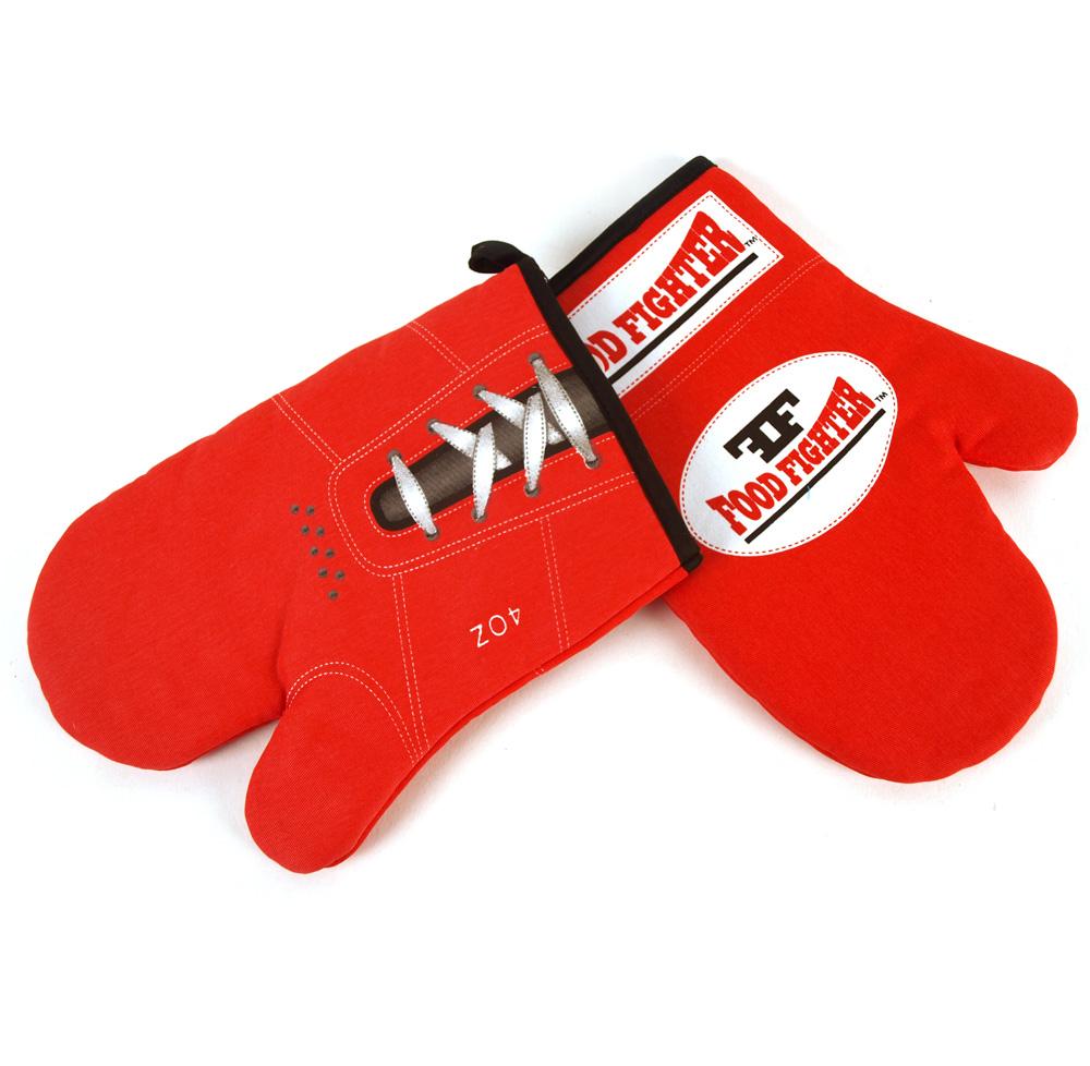 Как выглядят рукодельные подарки, интересные вашим близким: современные прихватки-рукавицы в стиле боксерских перчаток