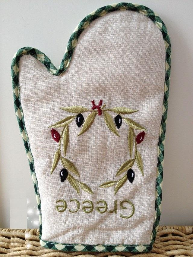 Как выглядят рукодельные подарки, интересные вашим близким: красивая прихватка-рукавица, идеальный дизайн