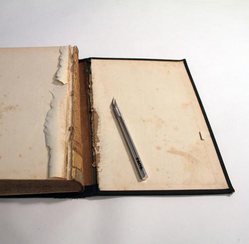 Как выглядят рукодельные подарки, интересные вашим близким: органайзер в виде книги - картонная обложка