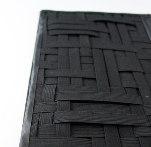 Как выглядят рукодельные подарки, интересные вашим близким: органайзер в виде книги - заклеиваем обшитые края полосками ткани