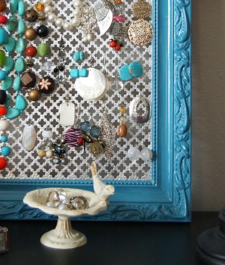 Как выглядят рукодельные подарки, интересные вашим близким: картина-дисплей для украшений