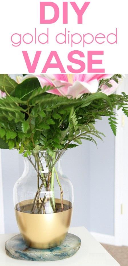 Как выглядят рукодельные подарки, интересные вашим близким: прозрачная ваза в золотой краске