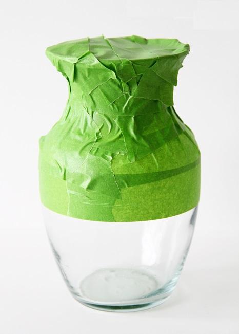 Как выглядят рукодельные подарки, интересные вашим близким: прозрачная ваза в золотой краске - как сделать