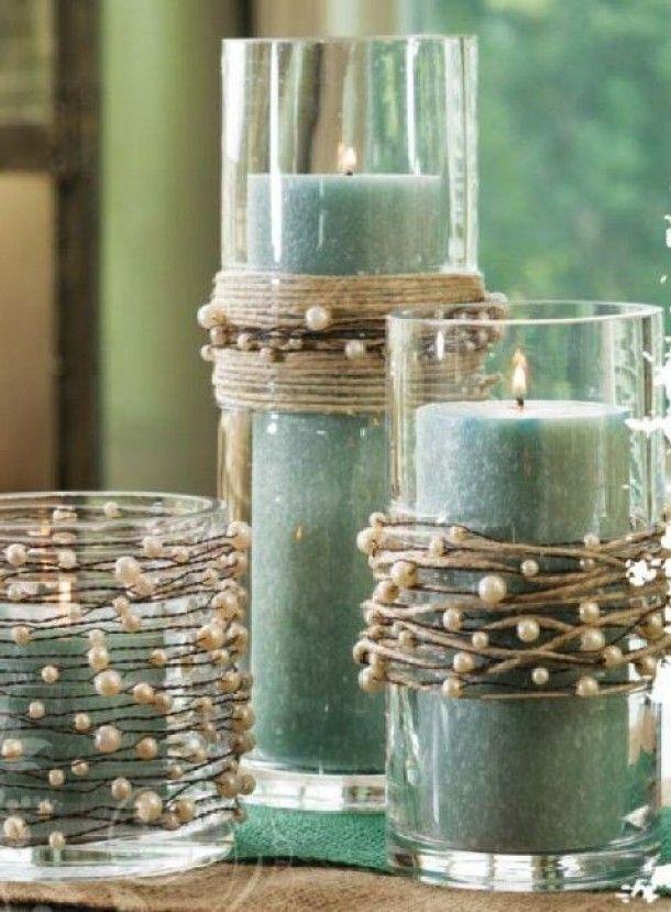 Как выглядят рукодельные подарки, интересные вашим близким: прозрачная ваза, украшенная веревками с искусственным жемчугом