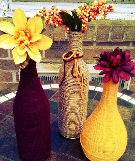 Как выглядят рукодельные подарки, интересные вашим близким: бутылки, украшенные веревкой - обмотка