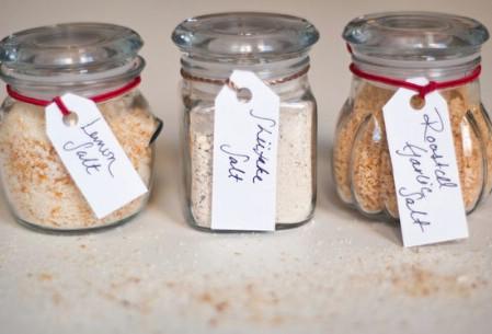 Как выглядят рукодельные подарки, интересные вашим близким: наборы смесей для готовки