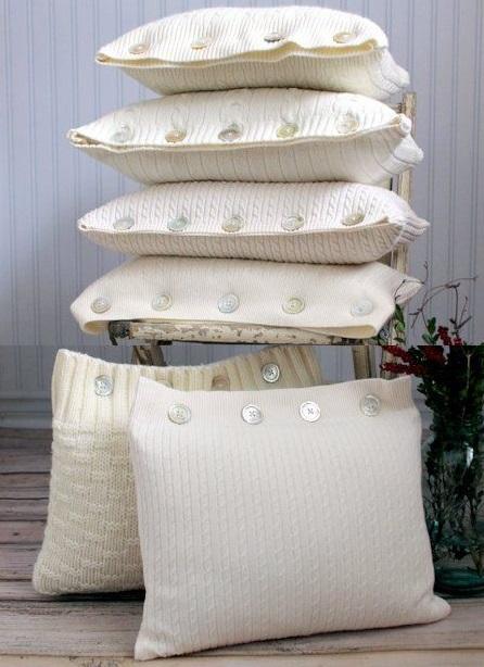 Как выглядят рукодельные подарки, интересные вашим близким: декоративные подушки и серии наволочек к ним - вязаные наволочки из свитеров