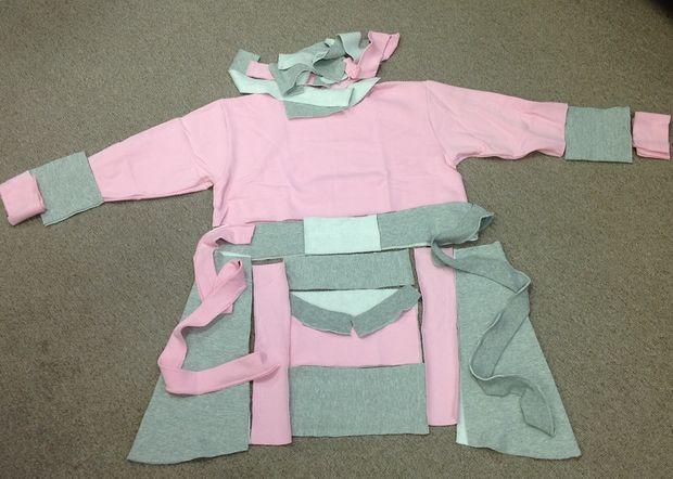 Определитесь с дизайном теплого халата/туники с цветными швами-рюшами