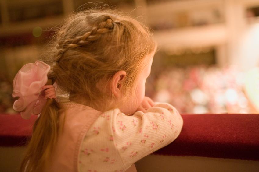 Как научить ребенка хорошо себя вести в общественном месте