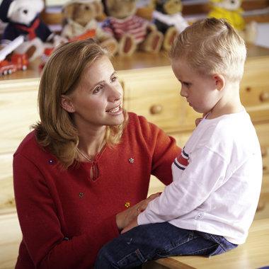 Помогите ребенку заранее понять, что следует ожидать в месте, куда вы направляетесь